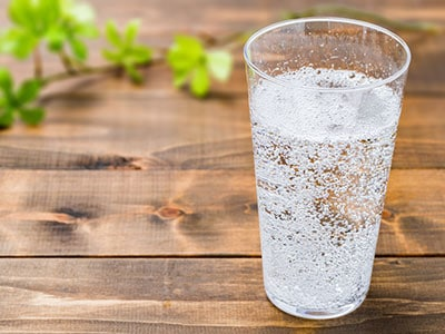 blog-featured-image-sparkling-water-teeth